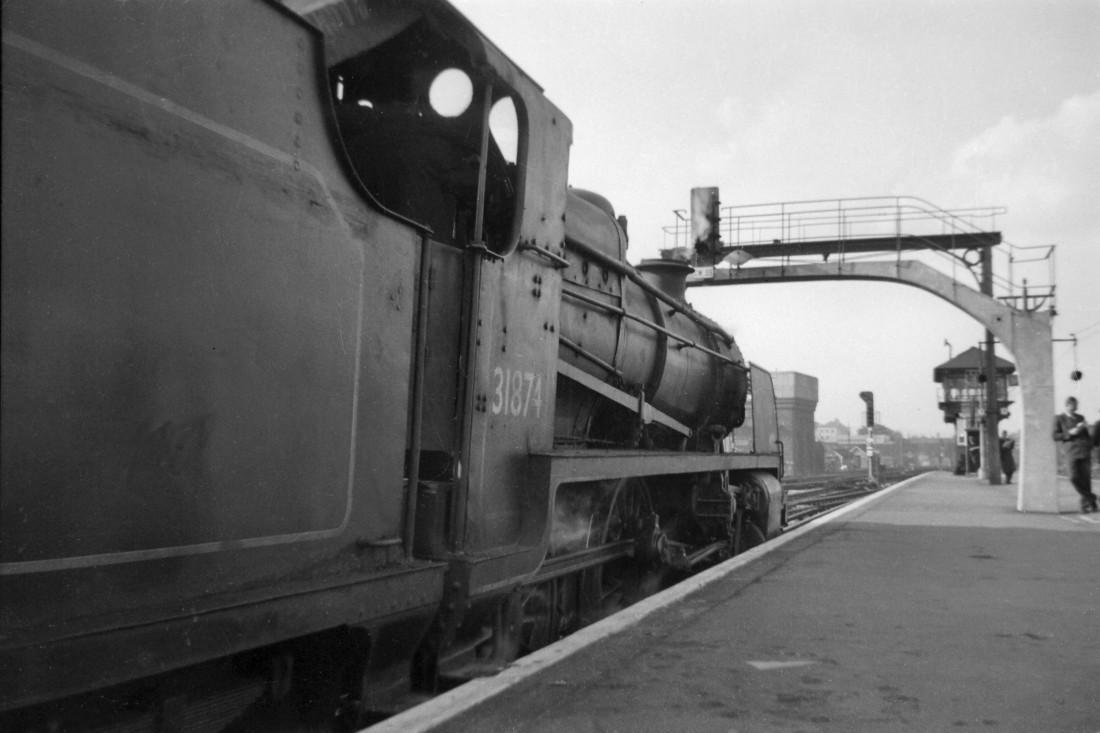 Thanks to Mike Morant who took this shot at East Croydon's platform 3 in 1956